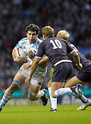 Twickenham, GREAT BRITAIN, Jonny WILINSON and Shane GERAGHTY move in to tackle Horacio AGULLA, during the Investic Challenge Series, England vs Argentina, Autumn International at Twickenham Stadium, Surrey on Sat 14.11.2009 [Photo, Peter Spurrier/Intersport-images]