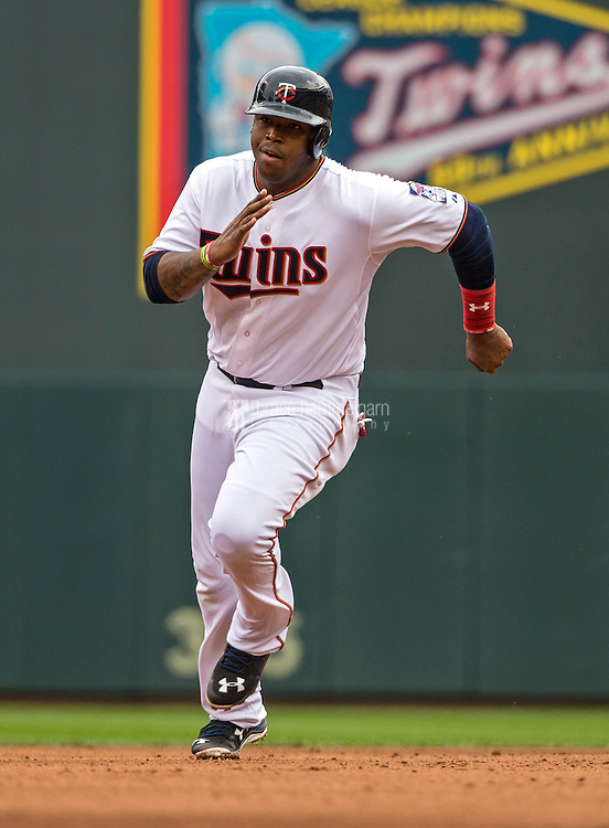 MINNEAPOLIS, MN- APRIL 19: Kennys Vargas #19 of the Minnesota Twins runs against the Cleveland Indians on April 19, 2015 at Target Field in Minneapolis, Minnesota. The Twins defeated the Indians 7-2. (Photo by Brace Hemmelgarn) *** Local Caption *** Kennys Vargas