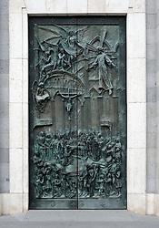 THEMENBILD - Madrid ist seit Jahrhunderten der geographische, politische und kulturelle Mittelpunkt Spaniens (siehe Kastilien) und der Sitz der spanischen Regierung. Hier residieren auch der König, ein katholischer Erzbischof sowie wichtige Verwaltungs- und Militärbehörden. Als Handels- und Finanzzentrum hat die Stadt nationale und internationale Bedeutung. Hier im Bild Schmiedeeisernes Eingangstor, Ostportal, Catedral de Nuestra Senora de la Almudena, Santa Maria la Real de La Almudena, Almudena-Kathedrale, Spanien<br />, Foto: Eibner // THEMATIC PACKAGES - Madrid is the capital and largest city of Spain. The population of the city is roughly 3.3 million and the entire population of the Madrid metropolitan area is calculated to be around 6.5 million. It is the third-largest city in the European Union, after London and Berlin, and its metropolitan area is the third-largest in the European Union after London and Paris. The city spans a total of 604.3 km2. EXPA Pictures © 2014, PhotoCredit: EXPA/ Eibner-Pressefoto/ Weber<br /> <br /> *****ATTENTION - OUT of GER*****