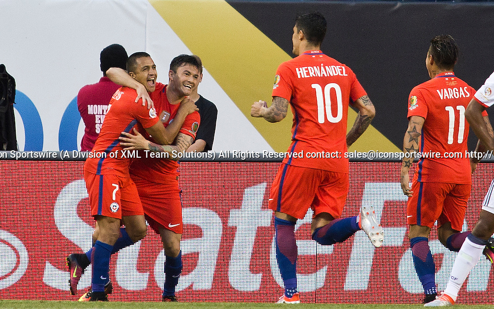 22 June 2016: Chile midfielder Charles Aranguiz, second left, celebrate with forward Alexis Sanchez (7), midfielder Pedro Pablo Hernandez (10), and forward Eduardo Vargas (11), after scoring a goal during the Copa America Centenario Semifinal match between Colombia and Chile, at Soldier Field in Chicago, IL. (Photo by Tony Ding/Icon Sportswire)