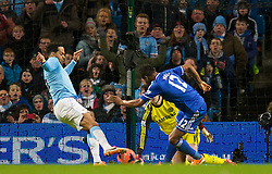 15.02.2014, Etihad Stadion, Manchester, ESP, FA Cup, Manchester City vs FC Chelsea, Achtelfinale, im Bild Manchester City's Joleon Lescott scores against Chelsea but it is dis-allowed // during the English FA Cup Round of last 16 Match between Manchester City and FC Chelsea at the Etihad Stadion in Manchester, Great Britain on 2014/02/15. EXPA Pictures © 2014, PhotoCredit: EXPA/ Propagandaphoto/ David Rawcliffe<br /> <br /> *****ATTENTION - OUT of ENG, GBR*****