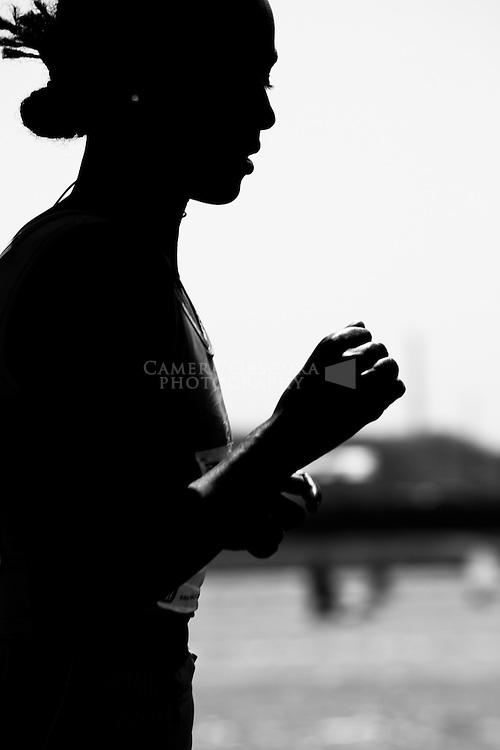 Krakow 24.04.2010 r. 3096 zawodnikow wzielo udzial w tegorocznym IX Cracowia Maraton ustanowiajac rekord frekwencji. Trasa prowadzila z Blon przez Rynek Glowny, Droga Krolewska, Bulwarami Wislanymi do Nowej Huty i z powrotem na Blonia. ..Zwyciezcy: .mezczyzni 1. Abebe Dagane (Etiopia) 2:16.13, 2. Dimitrij Baranowski (Bialorus) 2:22.16, 3. Przemyslaw Rojewski (Polska) 2:22.32..kobiety 1. Geta Tarekegn Etaferahu (Etiopia) 2:37.22, 2. Agnieszka Gortel (Polska) 2:39.16, 3. Julia Winokurowa (Rosja) 2:40.23..n/z Geta Tarekegn Etaferahu. Fot. Robert Pipala / FORUM
