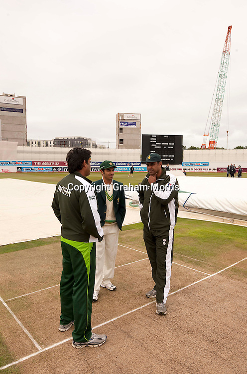 Captain Salman Butt (centre) and coach Waqar Younis (left) before the second npower Test Match between England and Pakistan at Edgbaston, Birmingham.  Photo: Graham Morris (Tel: +44(0)20 8969 4192 Email: sales@cricketpix.com) 06/08/10