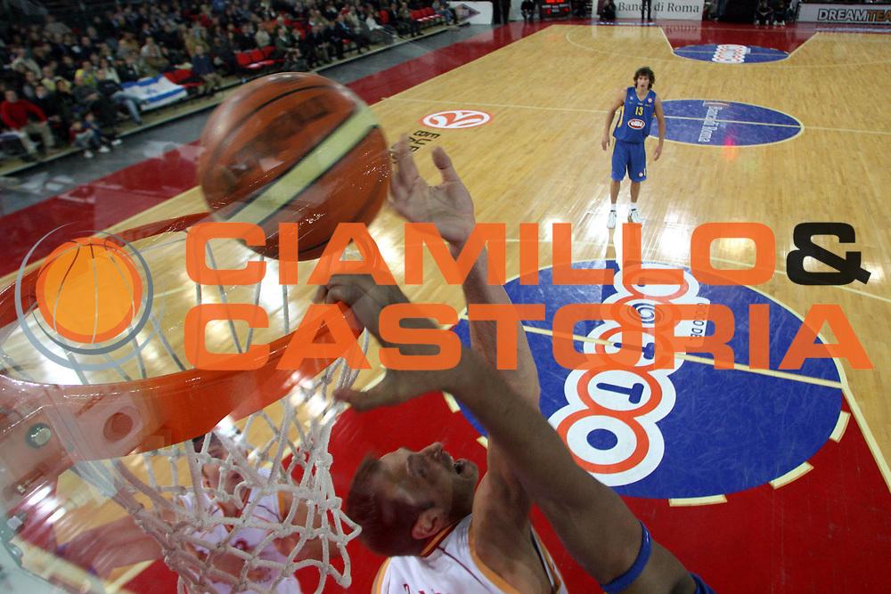 DESCRIZIONE : Roma Eurolega 2006-07 Lottomatica Virtus Roma Maccabi Tel Aviv <br />GIOCATORE : Tonolli<br />SQUADRA : Lottomatica Virtus Roma <br />EVENTO : Eurolega 2006-2007 <br />GARA : Lottomatica Virtus Roma Maccabi Tel Aviv <br />DATA : 04/01/2007 <br />CATEGORIA : Special Stoppata Sequenza<br />SPORT : Pallacanestro <br />AUTORE : Agenzia Ciamillo-Castoria/G.Ciamillo