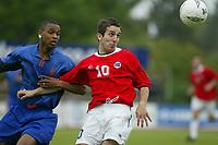 Fotball. Privatlandskamp U21. Sandefjord. 20.05.2002.<br /> Norge v Nederland 1-1.<br /> Espen Hoff, Norge og Odd.<br /> Jurgen Kolin, Nederland og KRC Genk.<br /> Foto: Morten Olsen, Digitalsport