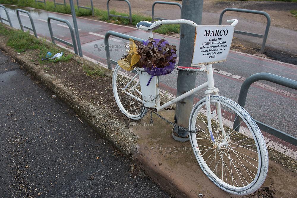 Roma, 02/04/2017: Bicicletta on memoria di un omicidio stradale, Lungotevere della Magliana.<br /> &copy; Andrea Sabbadini