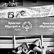Moment de détente pendant la competition de natation, aux Jeux Nationaux Special Olympics 2017 d'Italie, pour handicappes mentaux, a Biella