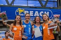 08-01-2017 NED: NK Beachvolleybal Indoor, Aalsmeer<br /> Brons voor Jilien Sinnema #2/ Joy Stubbe #1 en  Annemieke Driessen #2/ Ilke Meertens #1