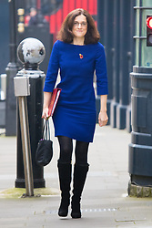 Downing Street, London, October 27th 2015.  Northern Ireland Secretary Theresa Villiers arrives at 10 Downing Street to attend the weekly cabinet meeting. /// Licencing: Paul Davey tel: 07966016296 or 02089696875 paul@pauldaveycreative.co.uk www.pauldaveycreative.co.uk
