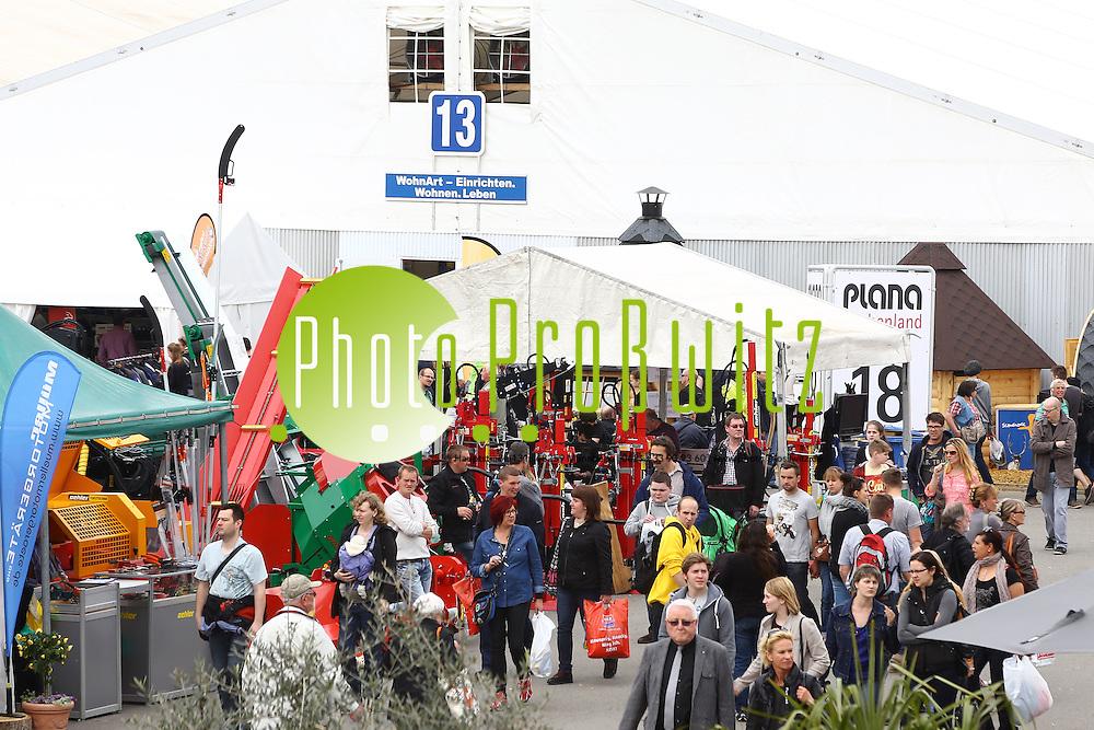 Mannheim. 02.05.15 Maimarkt 2015. Feature in den Hallen bei Deutschlands gr&ouml;&szlig;ter Verbraucherschau.<br /> <br /> <br /> Bild: Markus Pro&szlig;witz 02MAY15 / masterpress (Bild ist honorarpflichtig)