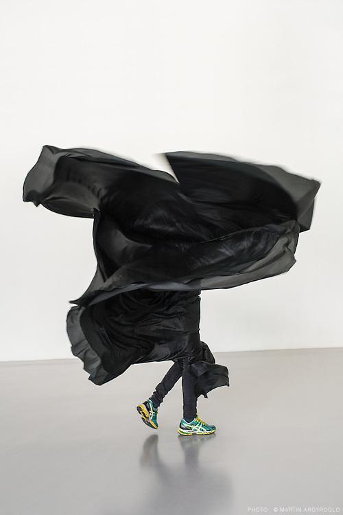 Black Object « Loie Fuller Manual by Ola Maciejewska