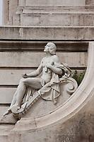 plaza espana fountain ans statue in madrid