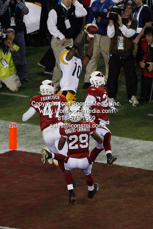 Feb 01, 2009 - Tampa, Florida, USA - Steelers QB Ben Roethlisberger pass short right to (10)-Santonio Holmes for 6 yards, TOUCHDOWN. The Replay Assistant challenged the pass completion ruling, and the play was Upheld. ..Super Bowl XLIII between the Arizona Cardinals and the Pittsburgh Steelers on February 1, 2009 at Raymond James Stadium