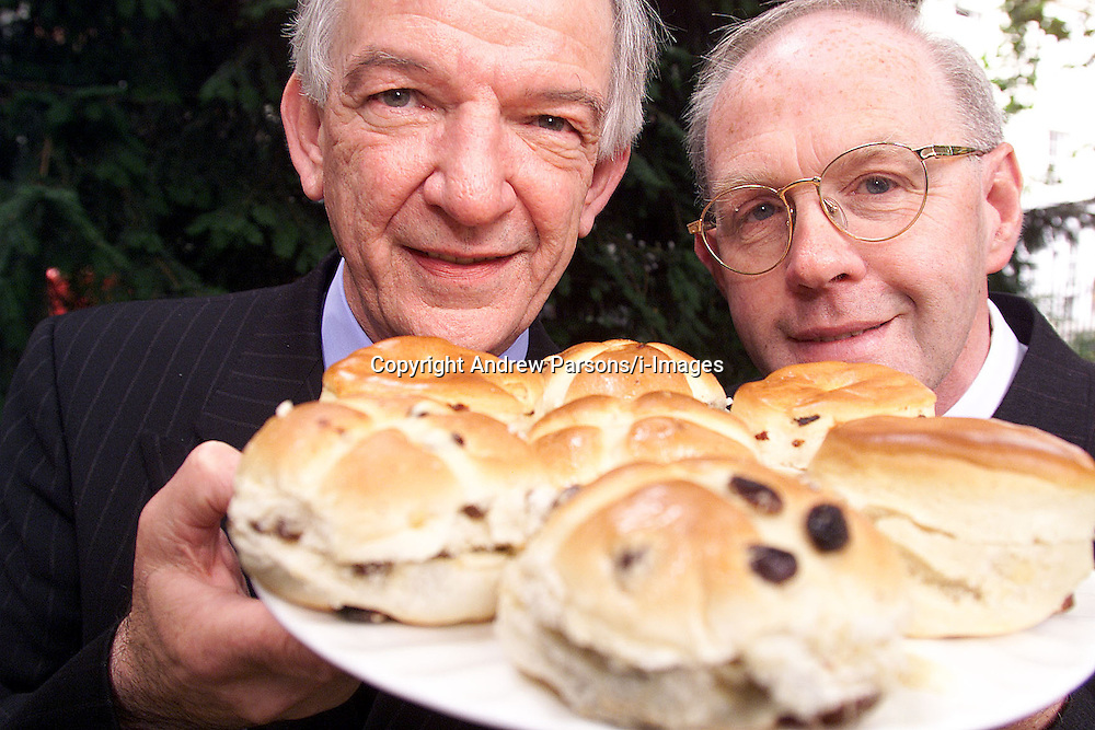 Greggs, L to R: Mike Darrington M.D and Malcolm Simpson F.D pose with Greggs hot cross buns, August 4, 2000..Photo by Andrew Parsons/i-Images.