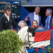 NLD/Amsterdam/20200126 - Jumping Amsterdam 2020, Jur Vrieling rijdt langs Prinses Beatrix en