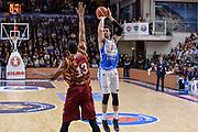DESCRIZIONE : Campionato 2015/16 Serie A Beko Dinamo Banco di Sardegna Sassari - Umana Reyer Venezia<br /> GIOCATORE : Joe Alexander<br /> CATEGORIA : Tiro Tre Punti Three Point Ritardo<br /> SQUADRA : Dinamo Banco di Sardegna Sassari<br /> EVENTO : LegaBasket Serie A Beko 2015/2016<br /> GARA : Dinamo Banco di Sardegna Sassari - Umana Reyer Venezia<br /> DATA : 01/11/2015<br /> SPORT : Pallacanestro <br /> AUTORE : Agenzia Ciamillo-Castoria/L.Canu