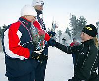 Skøyter, 22. desember 2002. NM enkeltdistanser. Søstrene Bjelkevik tok trippel på 1500 meter