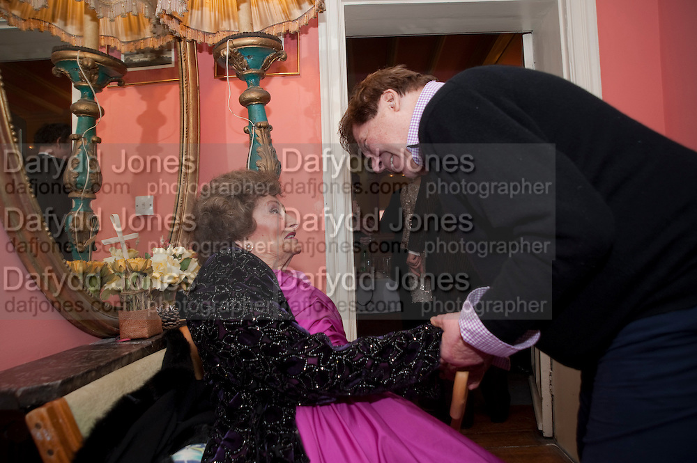 JACQUELINE LADY KILLEARN;RICHARD BRIGGS, Jacqueline, Lady Killearn celebrated 101st birthday in her house in harley st. London. 13 January 2010. -DO NOT ARCHIVE-© Copyright Photograph by Dafydd Jones. 248 Clapham Rd. London SW9 0PZ. Tel 0207 820 0771. www.dafjones.com.