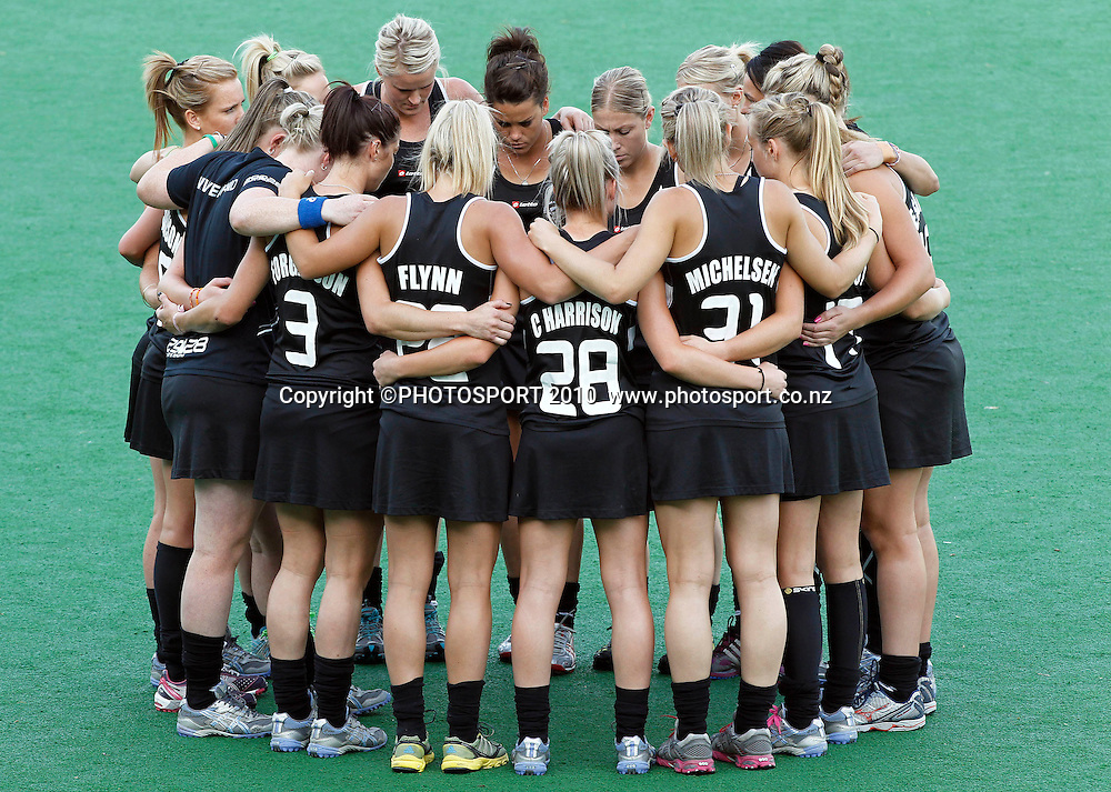 The New Zealand Blacksticks huddle before the game. Women's Hockey Semi-Final, Day 8, XIX Commonwealth Games, New Delhi, India. Monday 11th October 2010. Photo: Simon Watts / photosport.co.nz