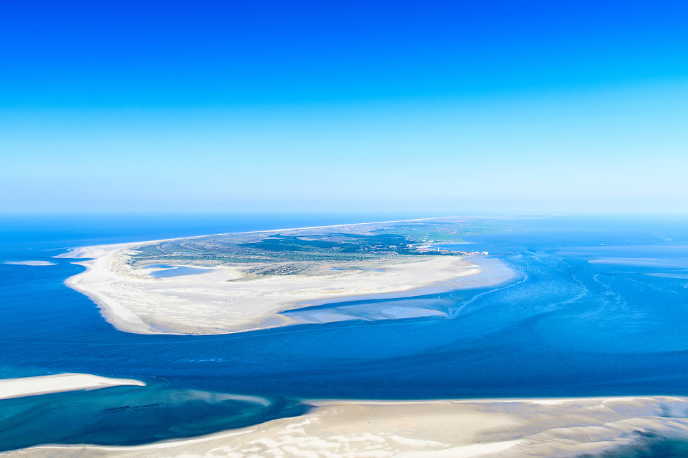 Nederland, Friesland, Terschelling, 05-07-2018; West-Terschelling gezien vanaf zandplaat De Richel (vanuit het Westen).<br /> West-Terschelling seen from the Richel sandbar (from the West).<br /> luchtfoto (toeslag op standard tarieven);<br /> aerial photo (additional fee required);<br /> copyright foto/photo Siebe Swart