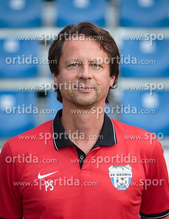 15.09.2015, Das Goldberg Stadion, Groedig, AUT, 1. FBL, Fototermin SV Groedig, im Bild Trainer Peter Schöttel // during the official Team and Portrait Photoshoot of Austrian Football Bundesliga Team SV Groedig at the Das Goldberg Stadion, Groedig, Austria on 2015/09/15. EXPA Pictures © 2015, PhotoCredit: EXPA/ JFK