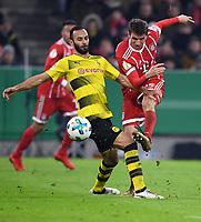 Fussball  DFB Pokal  Achtelfinale  2017/2018   FC Bayern Muenchen - Borussia Dortmund        20.12.2017 Oehme Toprak (li, Borussia Dortmund)  gegen Thomas Mueller (re, FC Bayern Muenchen)