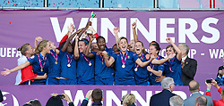 LLANELLI, WALES - Saturday, August 31, 2013: France players celebrate with the trophy after beating England 2-0 during the Final of the UEFA Women's Under-19 Championship Wales 2013 tournament at Parc y Scarlets. (Pic by David Rawcliffe/Propaganda)