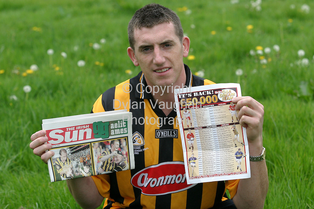 11/5/2004.Kilkenny Hurler Derek Lyng pictured with the GAA Dream team poster..Picture Dylan Vaughan
