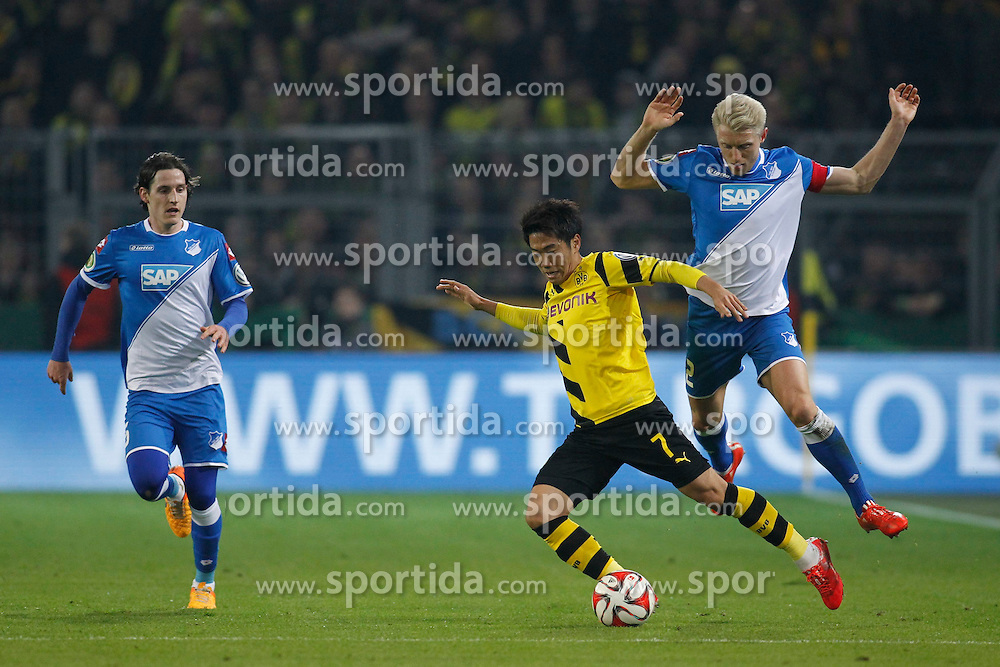 07.04.2015, Signal Iduna Park, Dortmund, GER, DFB Pokal, Borussia Dortmund vs TSG 1899 Hoffenheim, Viertelfinale, im Bild Kapitaen Andreas Beck (TSG 1899 Hoffenheim #2) im Zweikampf gegen Shinji Kagawa (Borussia Dortmund #7) // during German DFB Pokal quarter final match between Borussia Dortmund and TSG 1899 Hoffenheim at the Signal Iduna Park in Dortmund, Germany on 2015/04/07. EXPA Pictures &copy; 2015, PhotoCredit: EXPA/ Eibner-Pressefoto/ Schueler<br /> <br /> *****ATTENTION - OUT of GER*****