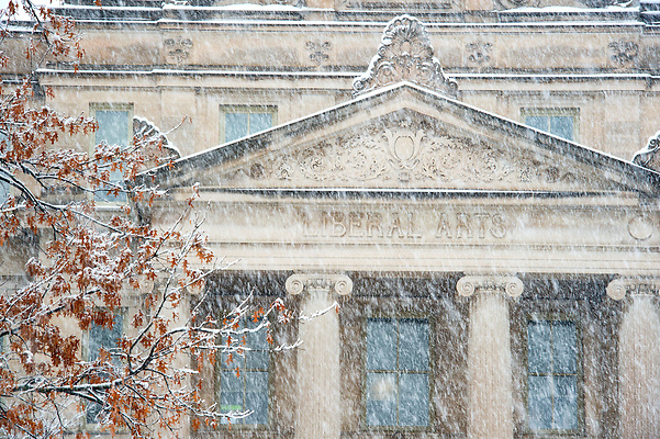 Snow on campus, Sunday December 4, 2016 (Justin Torner/The University of Iowa)