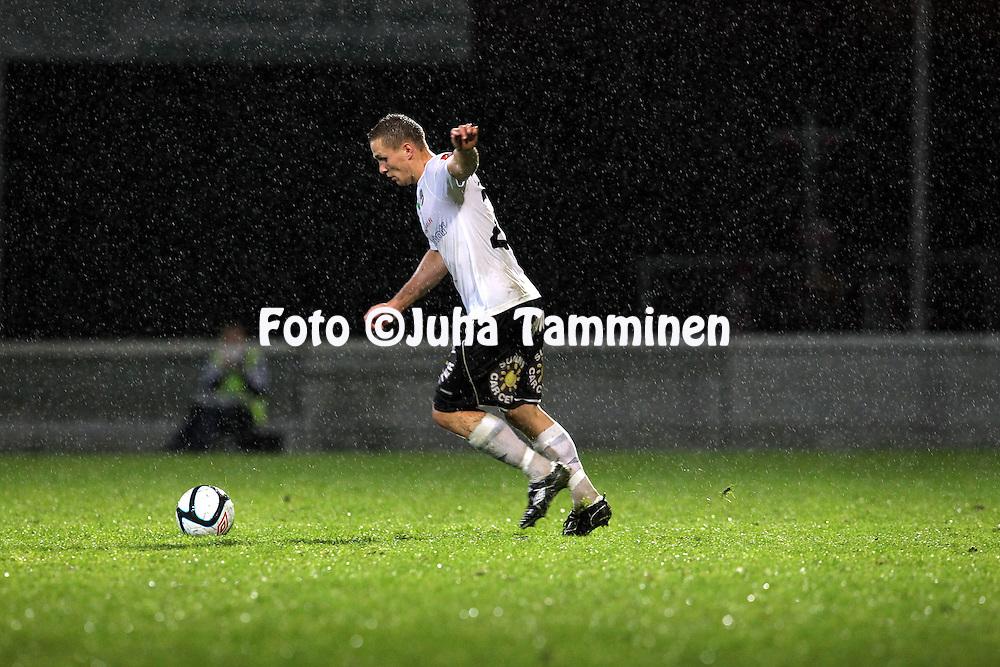 19.9.2011, Tehtaan kenttŠ, Valkeakoski..Veikkausliiga 2011, FC Haka - IFK Mariehamn..Antti OjanperŠ - Haka..