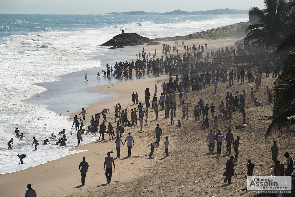 Crowds of locals and visitors enjoy the beach during the the annual Oguaa Fetu Afahye Festival in Cape Coast, Ghana on Saturday September 6, 2008.