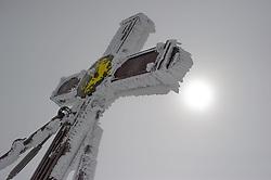 THEMENBILD - Das Gipfelkreuz, Kaiserkreuz genannt, überzogen mit einer Schicht aus Schnee und Eis. Der Großglockner ist mit 3798 m ü.A. der höchste Berg Österreichs und ein beliebtes Ziel zahlreicher Bergsteiger. Er ist in der Glocknergruppe in den Hohen Tauern. Aufgenommen am 11.10.2014 in Tirol, Österreich // Summitcross called Kaiserkreuz. Grossglockner is the highest mountain of austria and is located in the Hohe Tauern mountain range which is part of the central eastern alps. Tyrol, Austria on 2014/10/11. EXPA Pictures © 2014, PhotoCredit: EXPA/ Michael Gruber