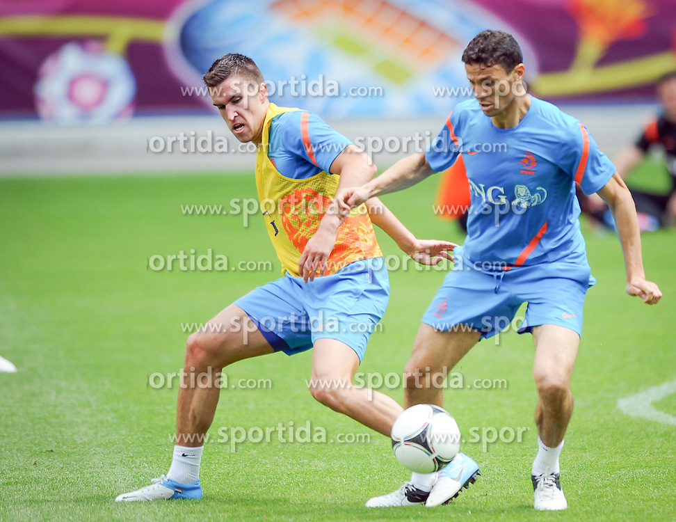 10.06.2012, Henryk Reyman Stadion, Krakau, POL, UEFA EURO 2012, Niederlande, Training, im Bild Kevin STROOTMAN (L) of Holland and Khalid BOULAHROUZ (R) of Holland // during EURO 2012 Trainingssession of Netherland Nationalteam, at the Henryk Reyman Stadium, Krakau, Poland on 2012/06/10. EXPA Pictures © 2012, PhotoCredit: EXPA/ Newspix/ ATTENTION - for AUT, SLO, CRO, SRB, SUI and SWE only *****