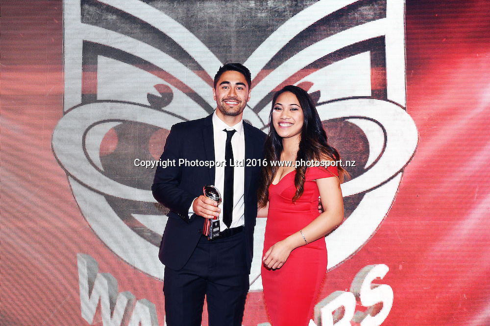 Vodafone People's Choice Award is presented to Shaun Johnson. Vodafone Warriors Awards 2016. NRL Rugby League. Shed 10, Auckland, New Zealand. Tuesday 13 September 2016. © Copyright Photo: Andrew Cornaga / www.Photosport.nz