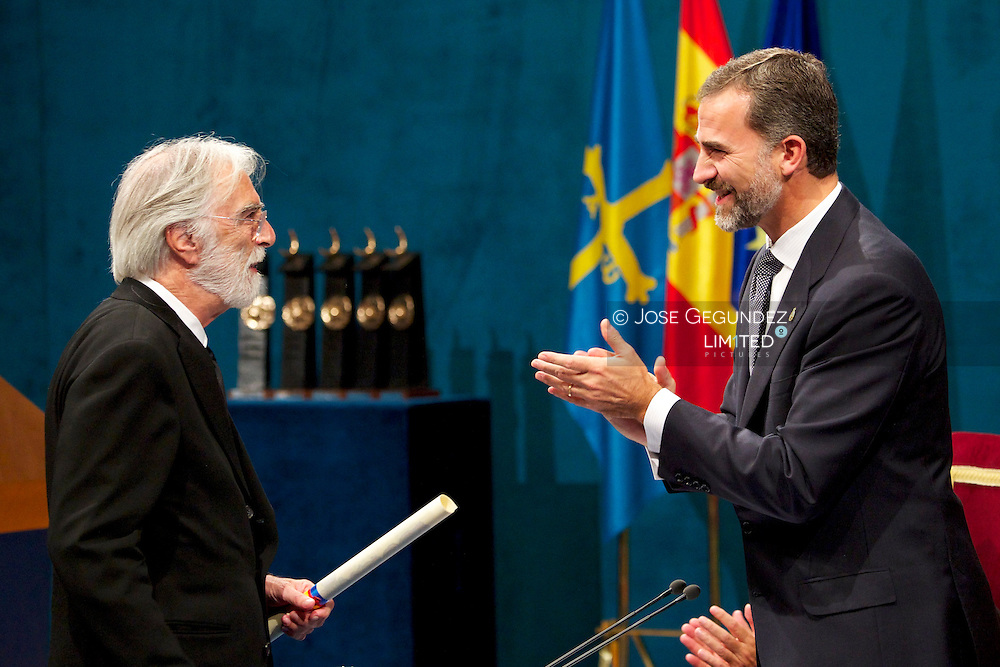 Prince Felipe of Spain delivery 'Prince of Asturias Awards 2013' to Michael Haneke during ceremony Gala at the Campoamor Theater on October 25, 2013 in Oviedo, Spain.