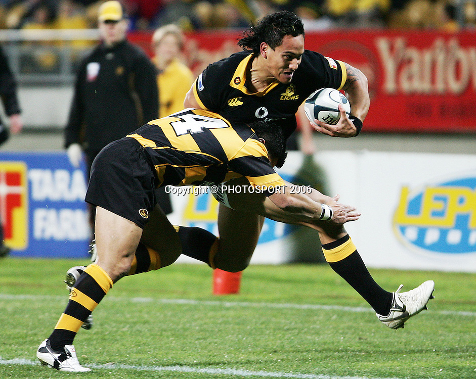 Wellington winger Hosea Gear makes a run for the corner during the Air New Zealand Cup week 1 rugby match between Genesis Taranaki and Wellington held at Yarrows Stadium in New Plymouth, New Zealand on Saturday 29 July 2006. Photo: Tim Hales/PHOTOSPORT