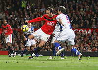 Photo: Steve Bond/Richard Lane Photography. Manchester United v Blackburn Rovers. Barclays Premiership 2009/10. 31/10/2009. Dimitar Berbatov hooks the ball home for the opening goal