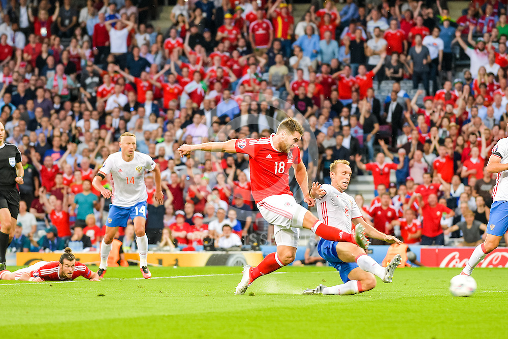 Wales' Sam Vokes shoots. Action from the WALES v RUSSIA game at UEFA EURO 2016 in Toulouse, 20 June 2016. (c) Paul J Roberts / Sportpix.org.uk
