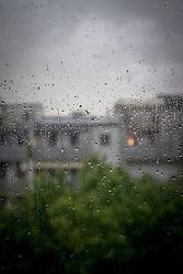 THEMENBILD - Regentropfen auf einer Fensterscheibe am 19. Mai2016 in einer Wohnanlage in Graz // raindrops on a window in Graz, Austria on 2016/05/19. EXPA Pictures © 2016, PhotoCredit: EXPA/ Erwin Scheriau