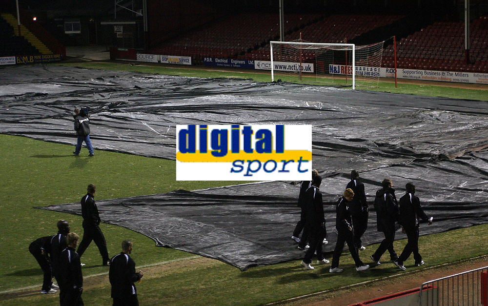 Photo: Paul Thomas.<br /> Rotherham United v Swansea City. Coca Cola League 1.<br /> 06/02/2007.<br /> <br /> Rotherham's Millmoor Football Ground is closed at the away end due to it being frozen, which forces the game to be called off. Swansea players leave the ground.