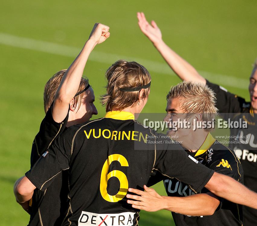 Honka juhlii maalia, oik. Jami Puustinen. Honka - JJK. Veikkausliiga. Espoo 23.8.2010. Photo: Jussi Eskola