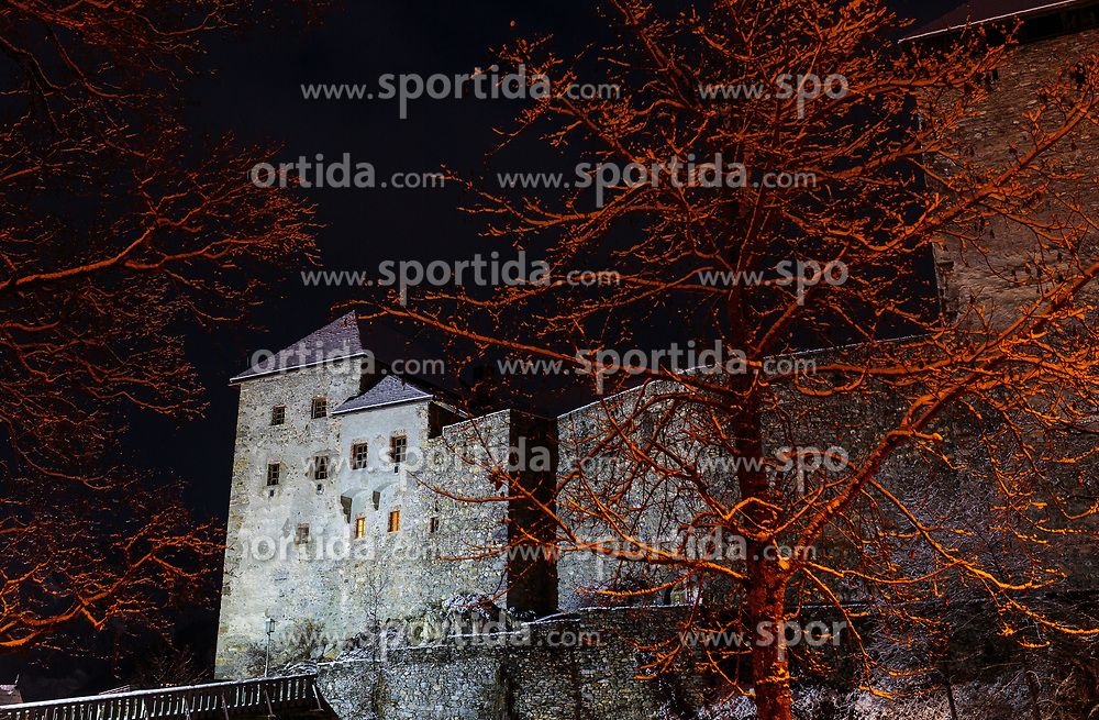 THEMENBILD - die beleuchtete Burg Kaprun mit Bäumen und frischem Neuschnee bei Nacht, aufgenommen am 30. November 2017, Kaprun, Österreich // the illuminated castle Kaprun with trees and fresh snow at night on 2017/11/30, Kaprun, Austria. EXPA Pictures © 2017, PhotoCredit: EXPA/ Stefanie Oberhauser