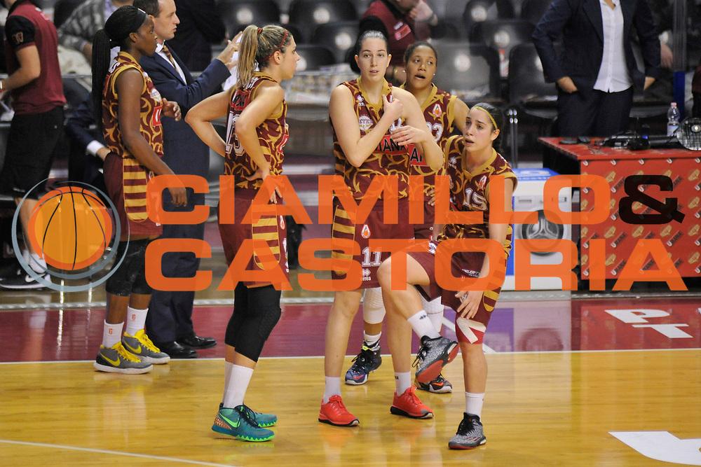 DESCRIZIONE : Venezia Lega A Femminile 2015-16 Umana Reyer Venezia - Umbertide<br /> GIOCATORE : Team venezia<br /> CATEGORIA : Fair Play<br /> SQUADRA :  Umana Reyer Venezia - Umbertide<br /> EVENTO : Campionato Lega A 2015-2016 <br /> GARA : Umana Reyer Venezia - Umbertine<br /> DATA : 25/10/2015 <br /> SPORT : Pallacanestro <br /> AUTORE : Agenzia Ciamillo-Castoria/M.Gregolin<br /> Galleria : Lega Basket A 2015-2016 <br /> Fotonotizia : Venezia Lega A Femminile 2015-16 Umana Reyer Venezia - Umbertide