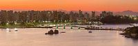 Brasil - ES - Vitoria - Vista Panoramica da Baia de Vitoria ao anoitecer. Foto: David Protti.