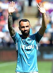 Leon Britton of Swansea City thanks fans before kid-off -Mandatory by-line: Nizaam Jones/JMP- 13/05/2018 - FOOTBALL - Liberty Stadium - Swansea, Wales - Swansea City v Stoke City - Premier League