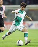Fussball  UEFA Pokal  Halbfinale  Rueckspiel  Saison 2006/2007 Werder Bremen - Espanyol Barcelona              DIEGO (Bremen), Einzelaktion am Ball