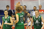 DESCRIZIONE : Milano Lega A 2011-12 EA7 Emporio Armani Milano VS Montepaschi Siena Finale scudetto gara 3<br /> GIOCATORE :  Esultanza Montepaschi Siena<br /> CATEGORIA : Esultanza<br /> SQUADRA : Montepaschi Siena<br /> EVENTO : Campionato Lega A 2011-2012 Finale scudetto gara 3<br /> GARA : EA7 Emporio Armani Milano VS Montepaschi Siena<br /> DATA : 13/06/2012<br /> SPORT : Pallacanestro <br /> AUTORE : Agenzia Ciamillo-Castoria/GiulioCiamillo<br /> Galleria : Lega Basket A 2011-2012  <br /> Fotonotizia : Milano Lega A 2011-12 EA7 Emporio Armani Milano VS Montepaschi Siena Finale scudetto gara 3<br /> Predefinita :
