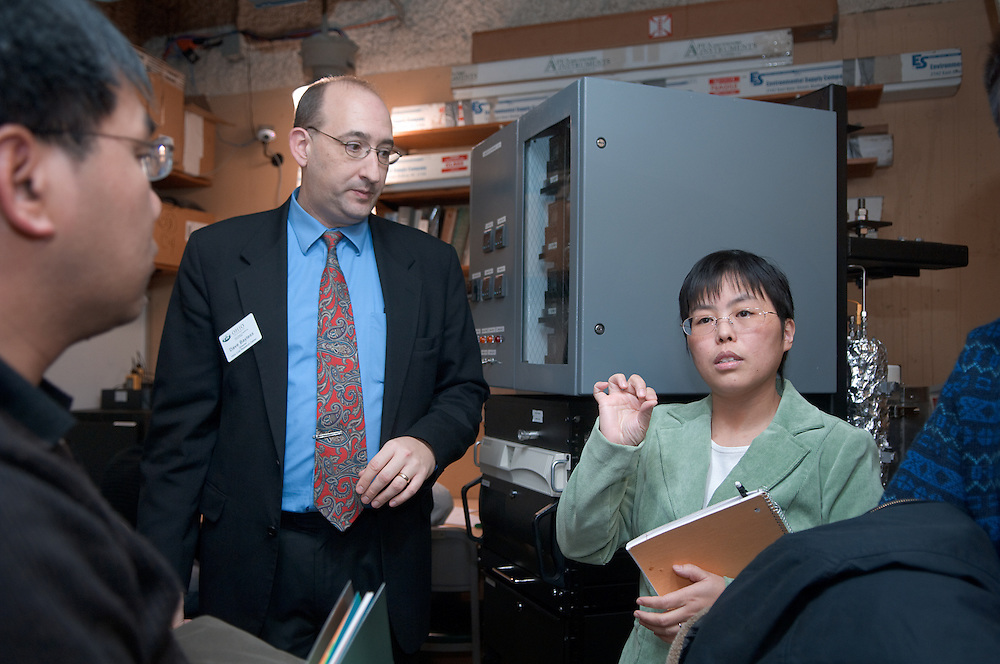 18519..Liming Shi gives tour with Dave Bayless to Chinese Engineers of Coal Research Labs