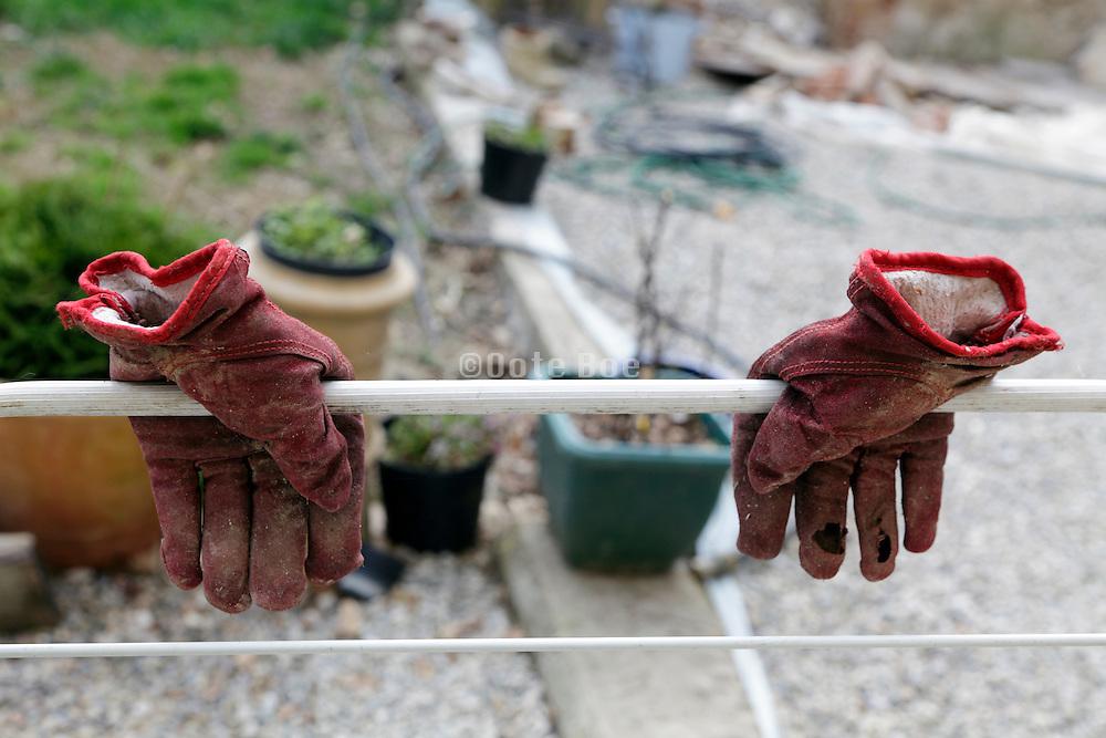 drying garden gloves